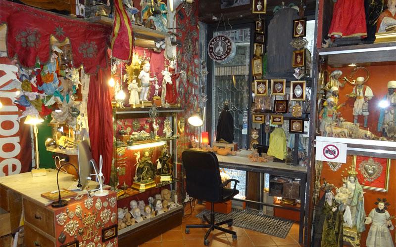 Laboratorio di riproduzione artigianale nel centro storico di Napoli