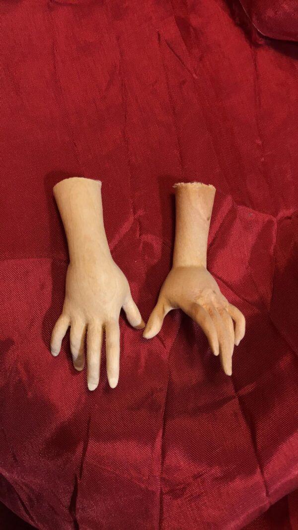 mani legno statue restauro
