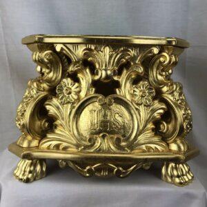 Base processionale legno scolpito a mano foglia oro porporina Misure base superiore 25x25 cm base inferiore 30x30 cm altezza 21 cm