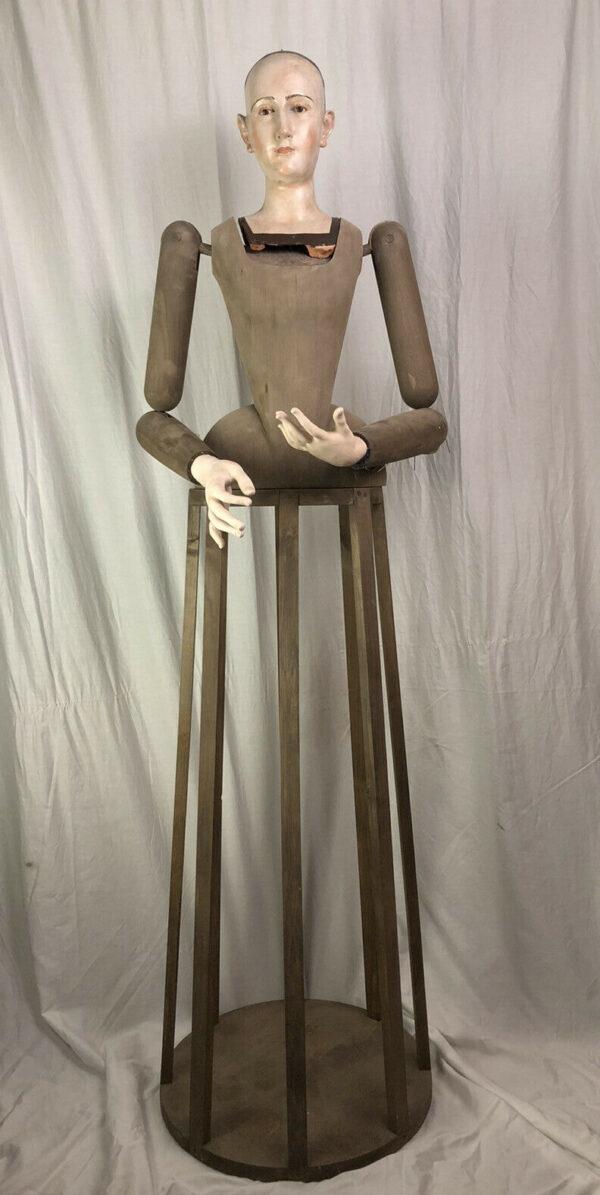 *Manichino Madonna *** *testa in terracotta occhi di vetro mani in legno corpo gonna e braccia snodabili in legno fatte a mano . Misure altezza totale :160 cm